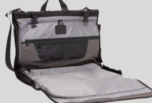 TUMIのガーメントバッグ