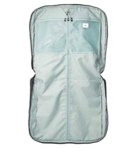 エースのガーメントバッグ