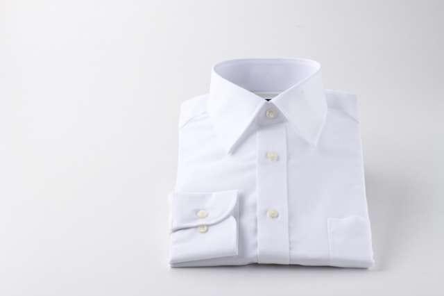 綺麗に折りたたまれたワイシャツ