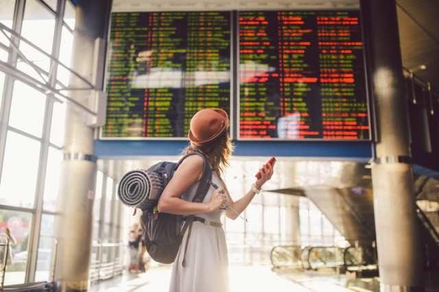 海外旅行に出かける旅行者