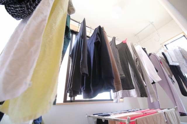 室内に干してある洗濯物