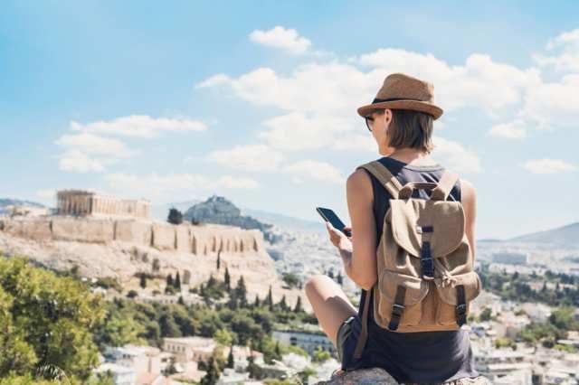 海外旅行を満喫する女性