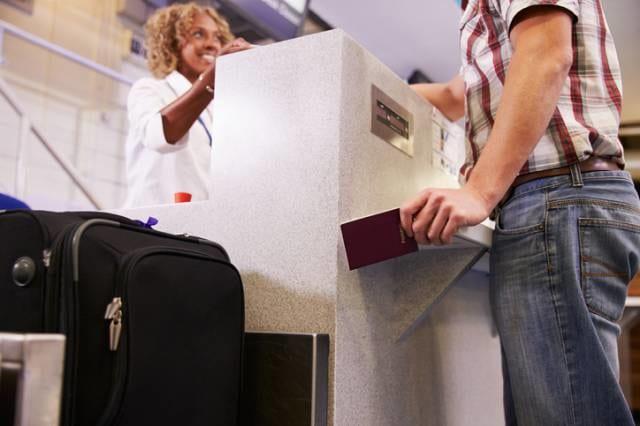 空港で重量チェック