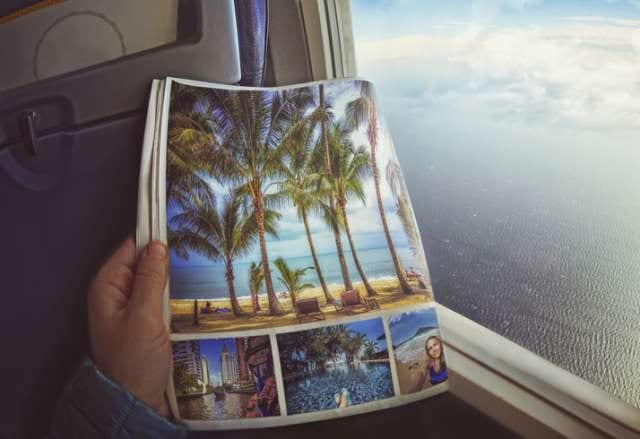 旅行のガイドブックを見る