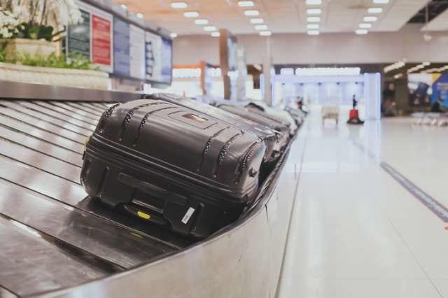 ターンテーブルで流れてくるスーツケース