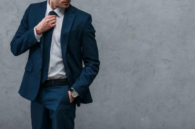 ワイシャツを着用したビジネスマン