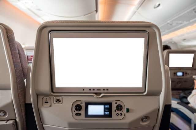 飛行機の座席前のモニター