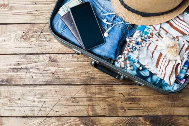 荷物の詰まったスーツケース